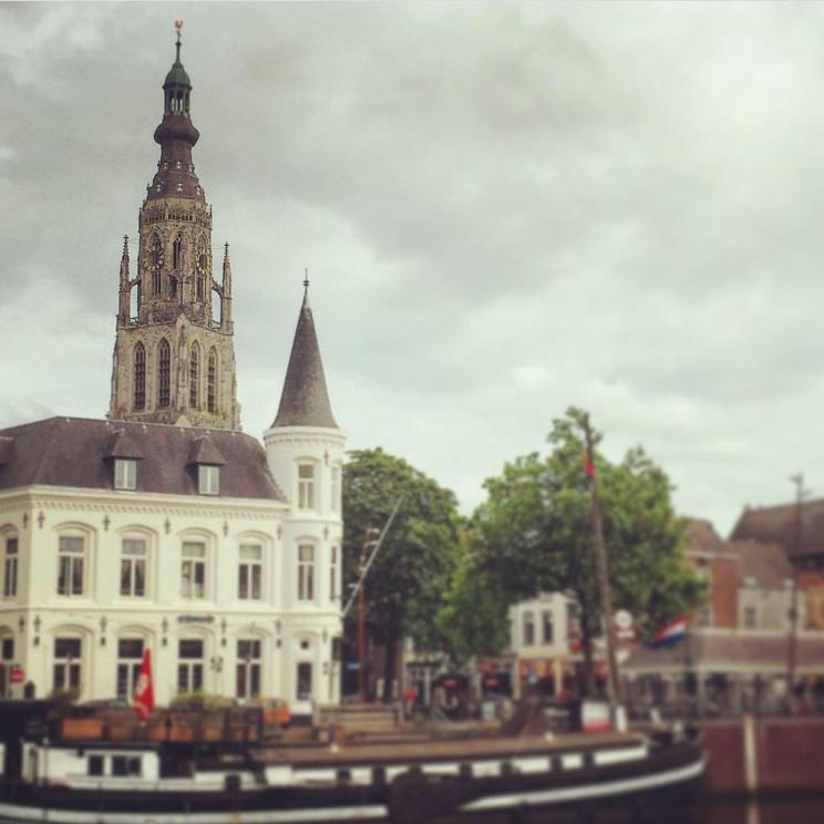 Grote Kerk Breda Haven klok zonder wijzers