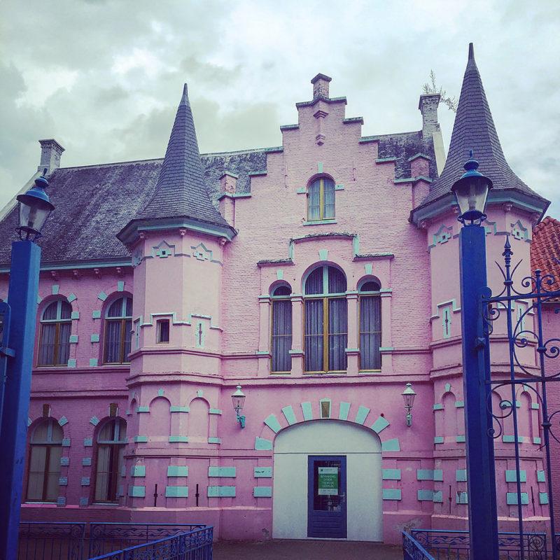 Poort van Heusden - voormalig Land van Ooit - roze kasteel