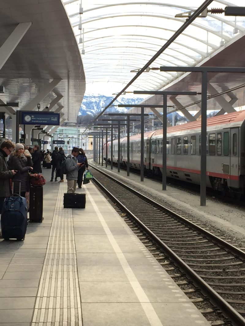 Salzburg Hauptbahnhof - het centrale station van Salzburg