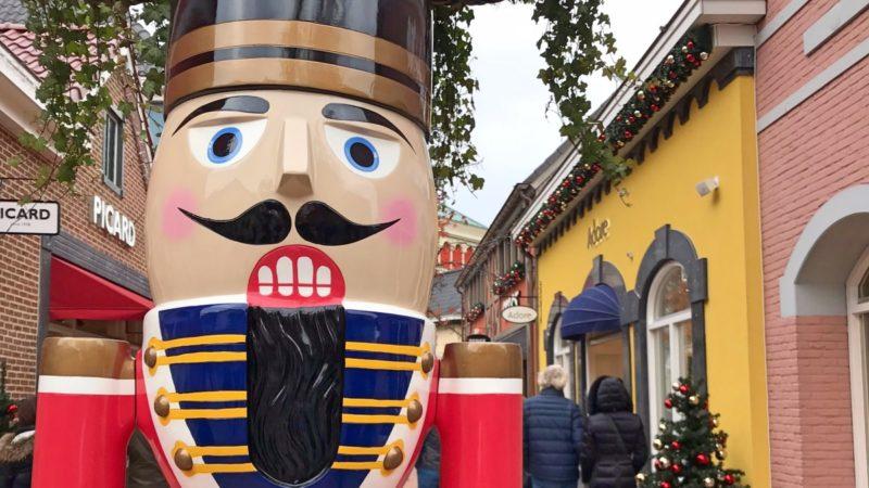 Kerstversiering en tinnen soldaatjes in de Outlet in Roermond