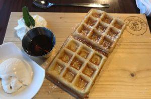 Belgische Wafel als dessert bij restaurant Den Anker in Kaapstad