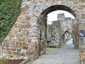 Ruine van een oude burcht in Arnsberg, het Duitse Sauerland