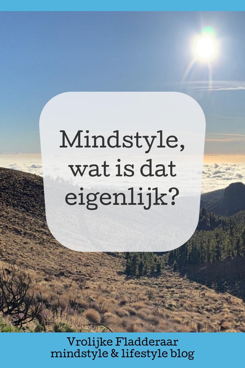 """""""Mindstyle, wat is dat eigenlijk?"""" Artikel over de betekenis van mindstyle met op de achtergrond wolken in de bergen."""