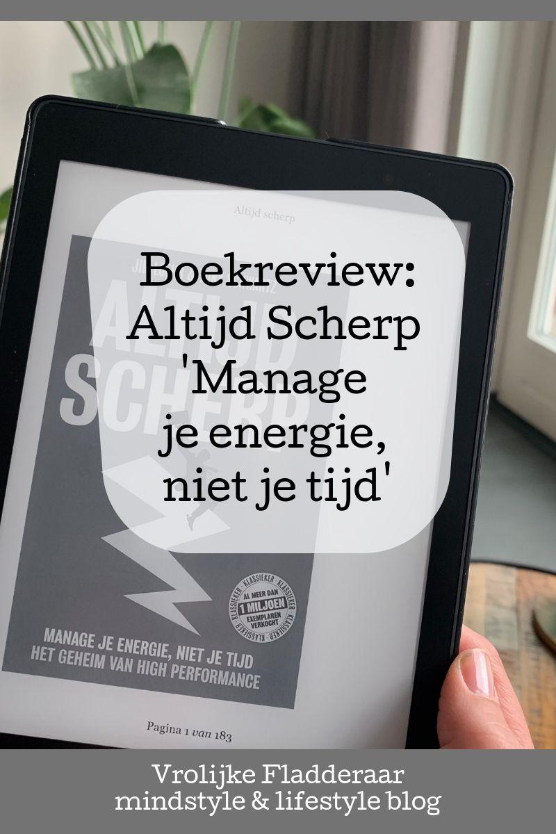 Boek review recensie van Altijd Scherp 'manage je energie, niet je tijd' van Jim Loehr met ereader op de achtergrond