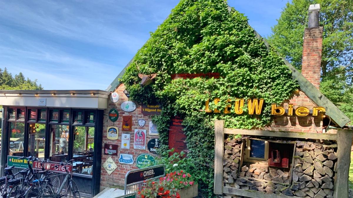 Berghut in Vijlenerbos bij bergdorpje Vijlen: Boscafe 't Hijgend Hert