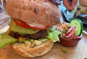 Kalfsburger bij hamburger restaurant Burgerlijk in Wyck, Maastrickt