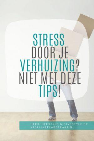 pinterest pin met de tekst: stress door je verhuizing? niet met deze tips! met balancerence verhuisdozen op de achtergrond