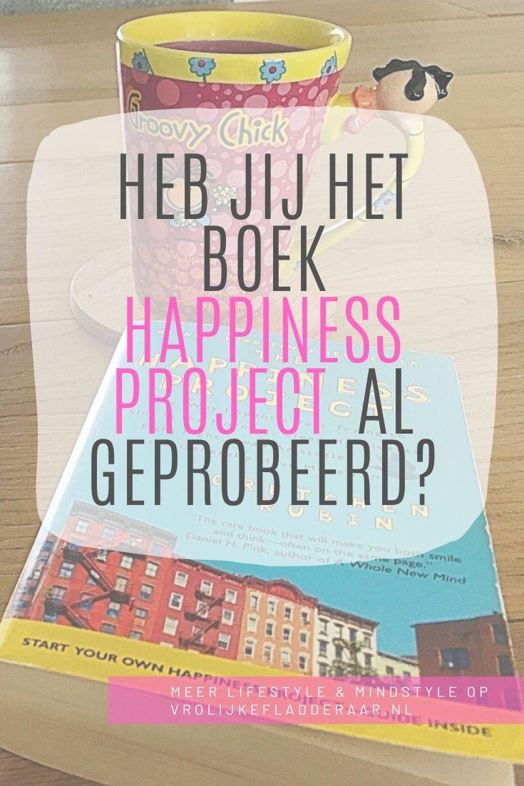 pinterest pin met de tekst 'heb jij het boek happiness project al geprobeerd?' met het boek van gretchen rubin op de achtergrond